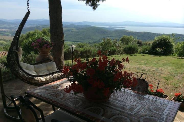 """Country House""""IL LECCIO"""" vista Lago - Castel Rigone - Hus"""