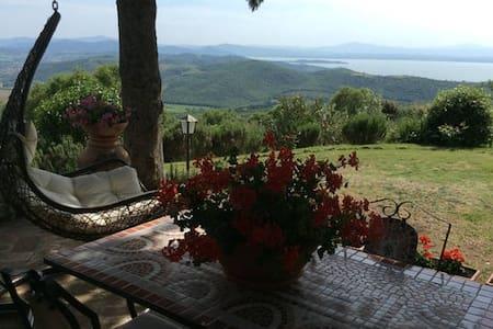 """Country House""""IL LECCIO"""" vista Lago - Castel Rigone"""
