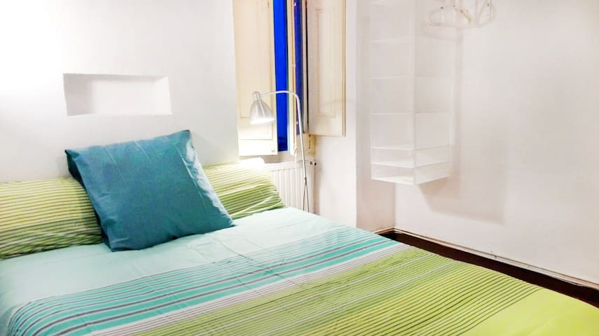 One bedroom apartment historic center (with WIFI) - Torroella de Montgrí - Casa