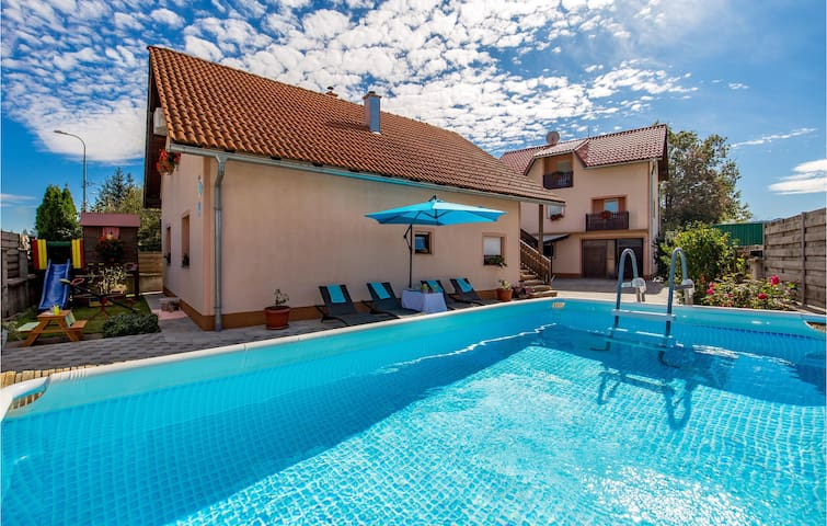 Holiday apartment with 2 bedrooms on 66m² in Gospic