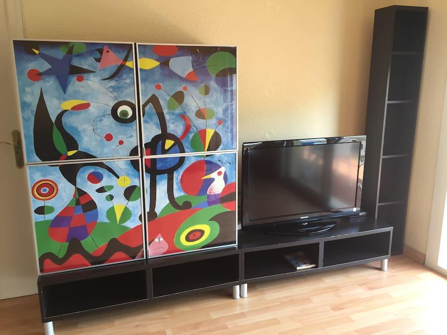 Armario artistico y televisión pantalla plana 42 Pulgadas