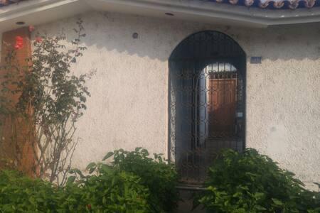 Habitación amplia por el Ovalo Larco, Trujillo - Victor Larco Herrera