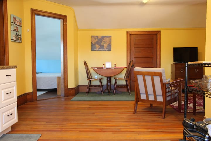 HawksNest: quiet 2BR apt, heart of the Berkshires
