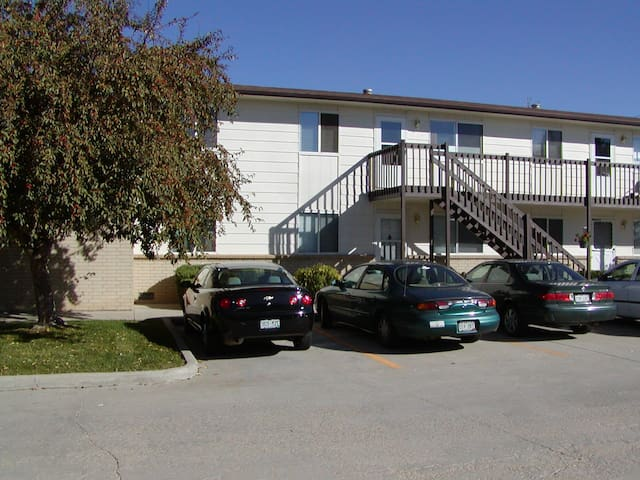 1 Bed / 1 Bath Fully Furnished Apartment - Longmont - Leilighet