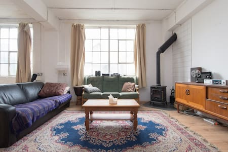 Hackney Boho Gem - spacious bedroom in warehouse - London