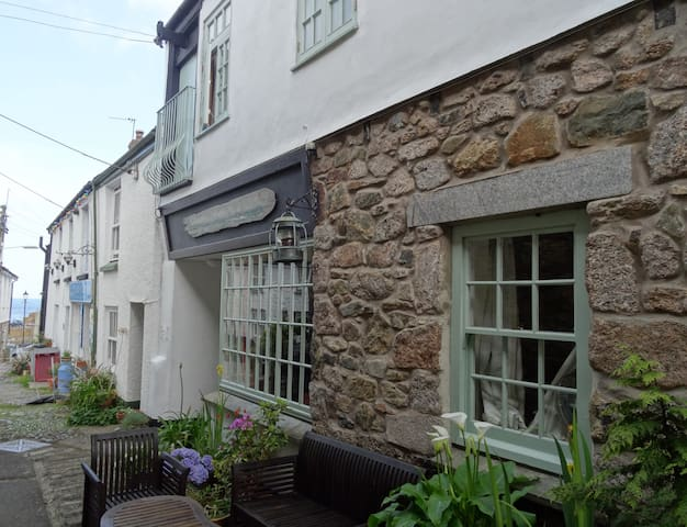 Driftwood enchanting holiday cottage in Mousehole