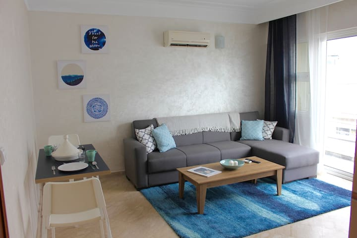 Sunny 1 Bedroom 5 minute walk from the beach!