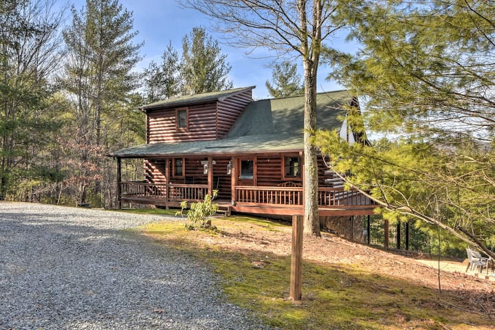 NEW! Scenic Cabin w/ Hot Tub 13 Mi to Blue Ridge!