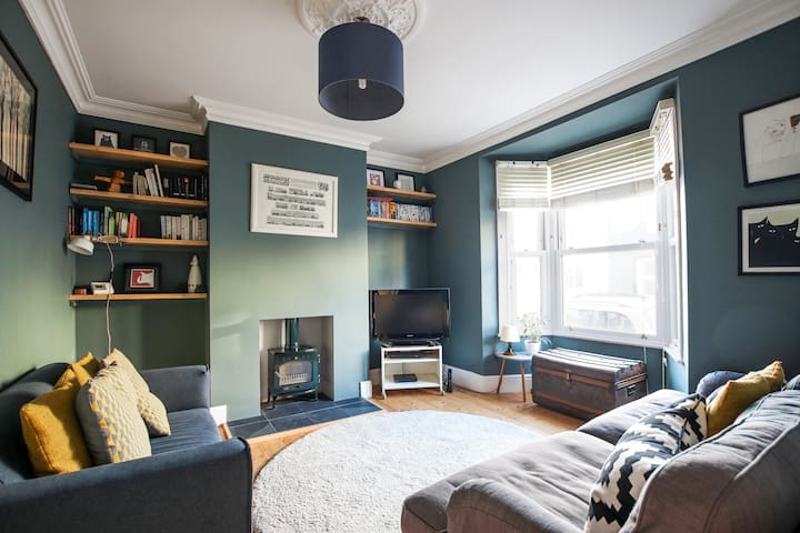 Tranquil 2 bedroom home in Totterdown