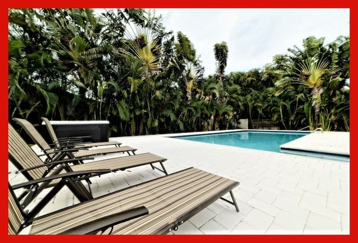 Spanish-style 7BR Home with Heated Pool & Jacuzzi!