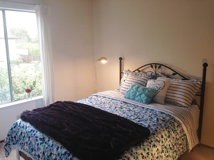 Serene Private Bedroom * Downtown Campbell