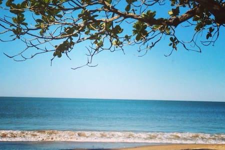 Luxo a beira mar em Itajaí - pé na areia