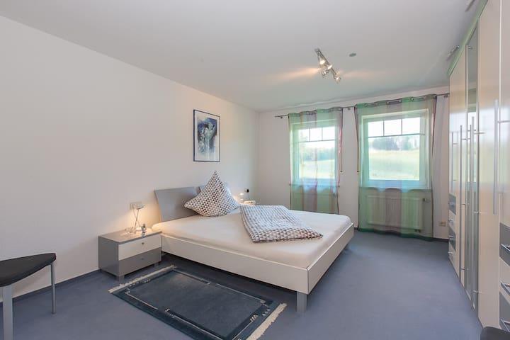 """Schlafzimmer, Alfreds Ferienbauernhof, Ferienwohnung """"Sonnenschein"""""""