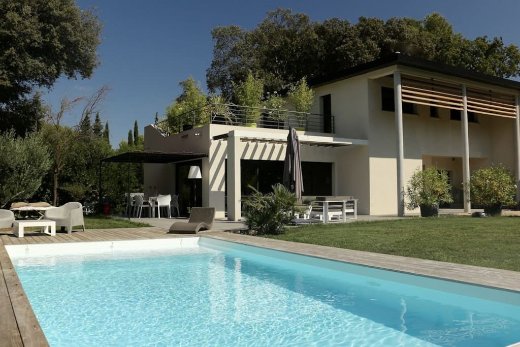 Villa contemporaine aix en provence villas for rent in - Bus salon de provence aix en provence ...