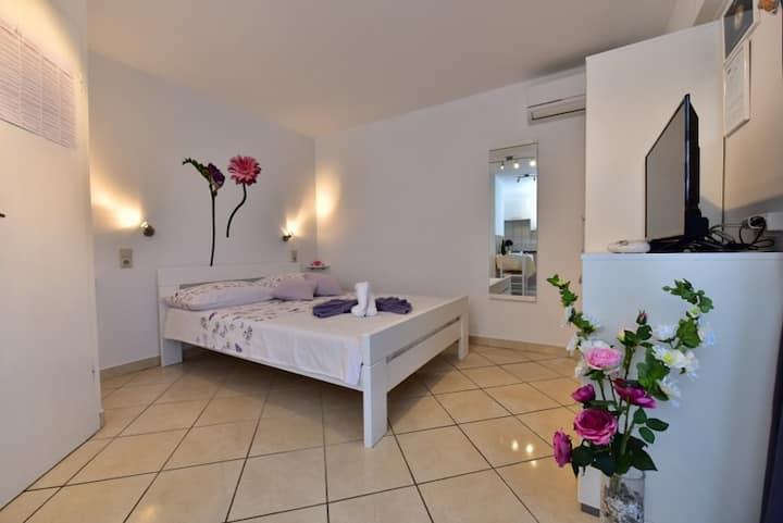 Studio Apartment Valentina 2