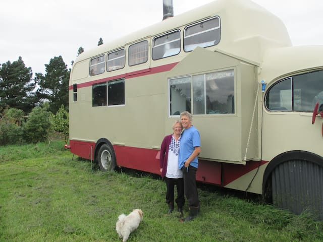Queenie, the house bus experience. Perfect retreat - Amberley - Stuga