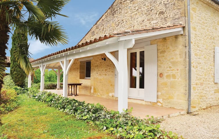 Holiday cottage with 4 bedrooms on 250 m² in St. Vivien de Monsegur