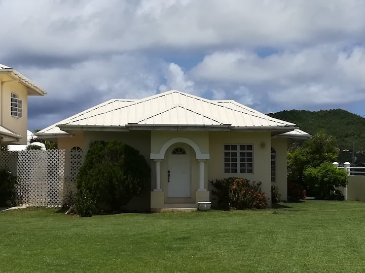 Cosy Cottage, A convenient St. Lucia getaway.