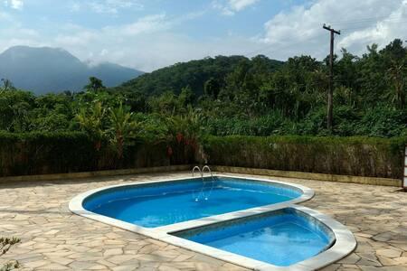 Apartamento c/ piscina e churrasqueira, Maranduba - Ubatuba