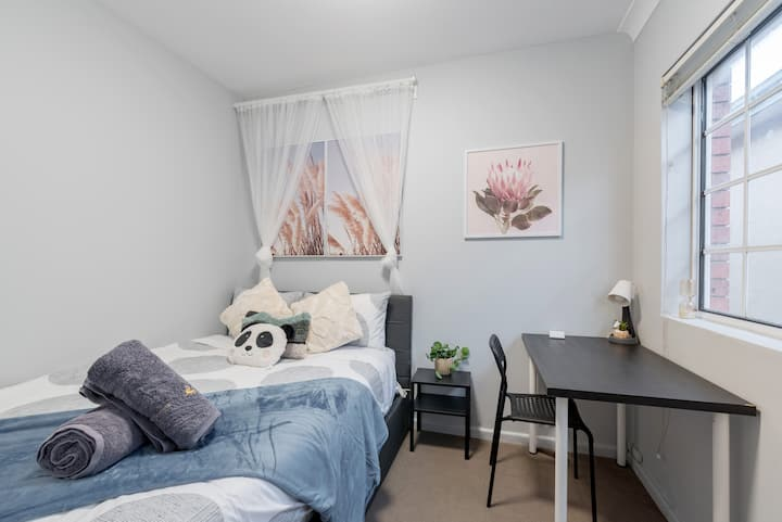 Quiet Private Room in Kingsford near UNSW, Light railway&bus 1