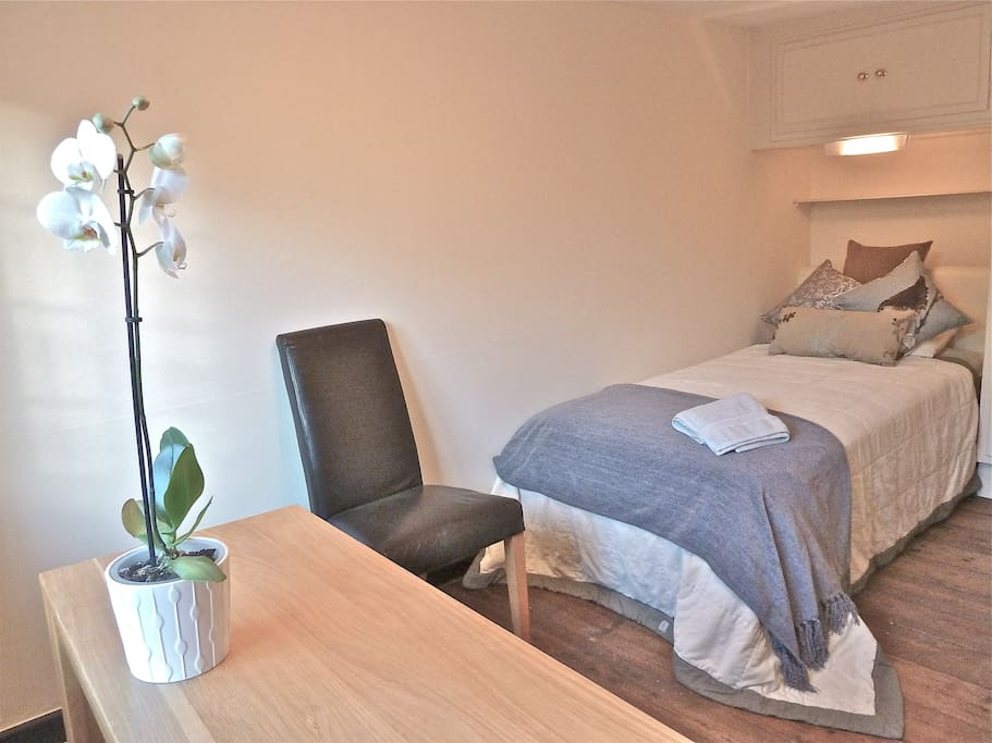 Single Room with views over beautiful gardens