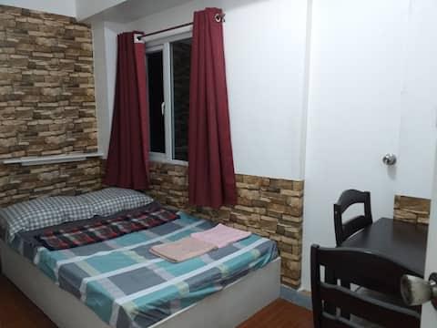 Cozy Room at the Penthouse Victoria De Manila 1