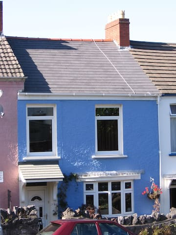 4 bedroom house in the heart of Mumbles