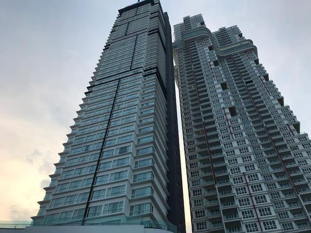 #353#Tri Tower 2 Rooms Condo@10m S'pore