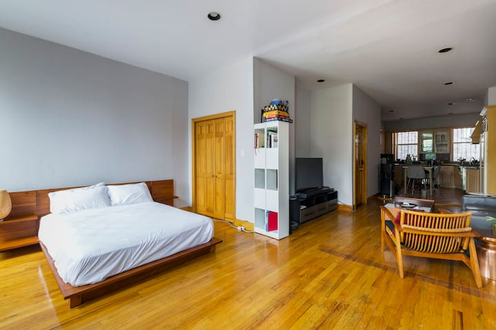Huge 1br/studio in the heart of Williamsburg