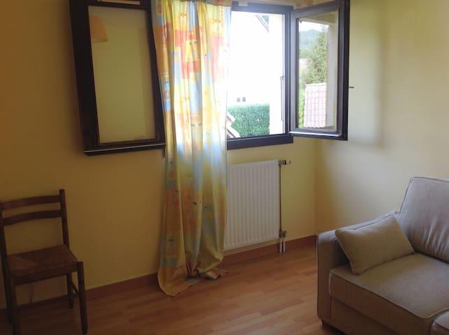 Chambre dans une maison au calme