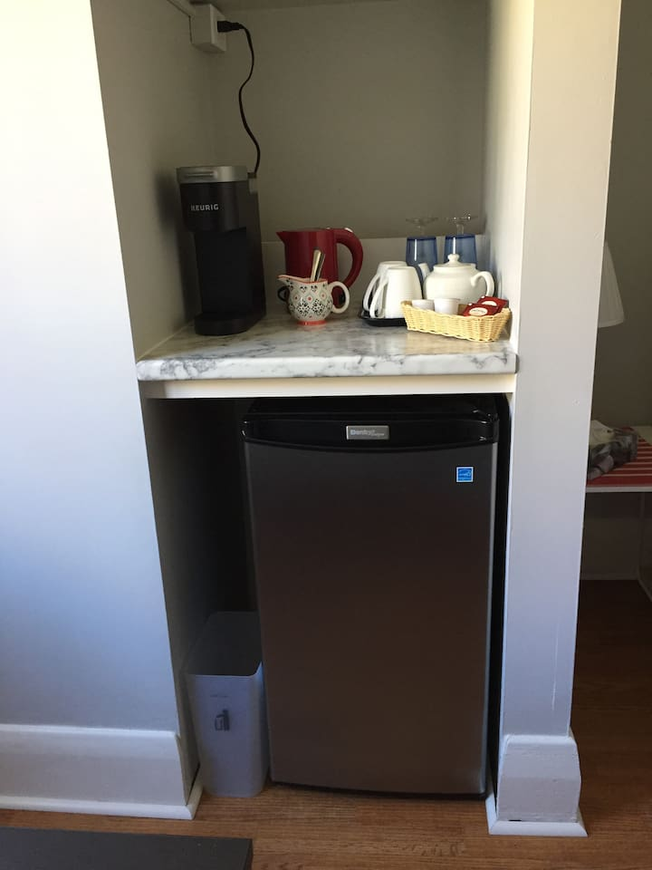 Coffee/Tea Bar with Fridge/Freezer