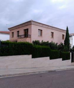 Casa con jardin y piscina - Altura
