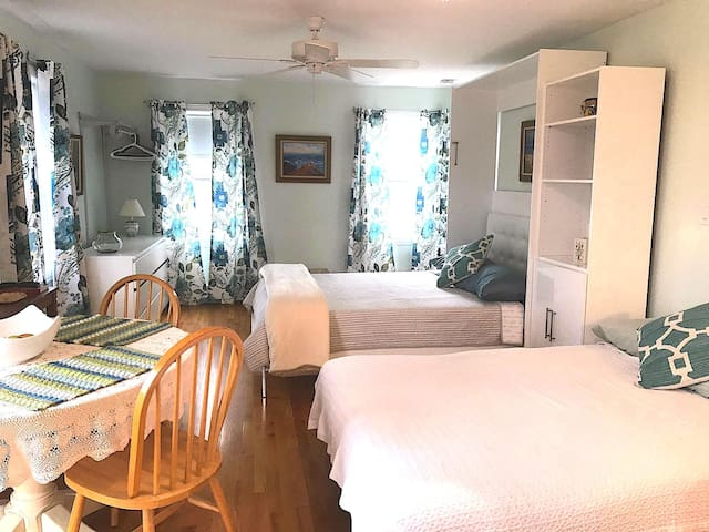 Charming Rockport Studio Apt