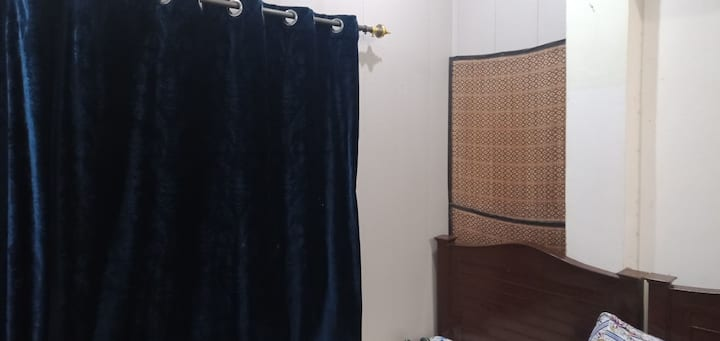 Single room flat near Ameer Chowk College Road LHR