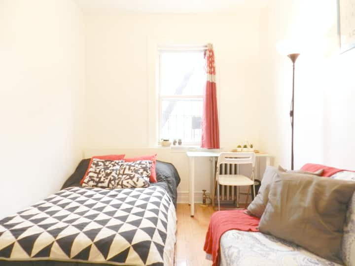 Superhosted room close to station! Bed+sofa & WiFi