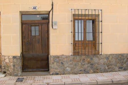 Casa del abuelo Clarín en precioso pueblo - Villahermosa - Hus