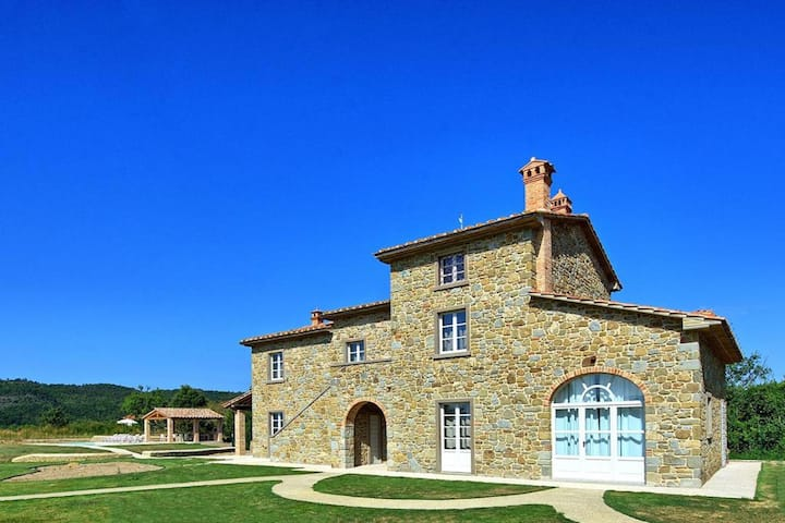 Tuscan Hills Villa with Large Park in the Centre