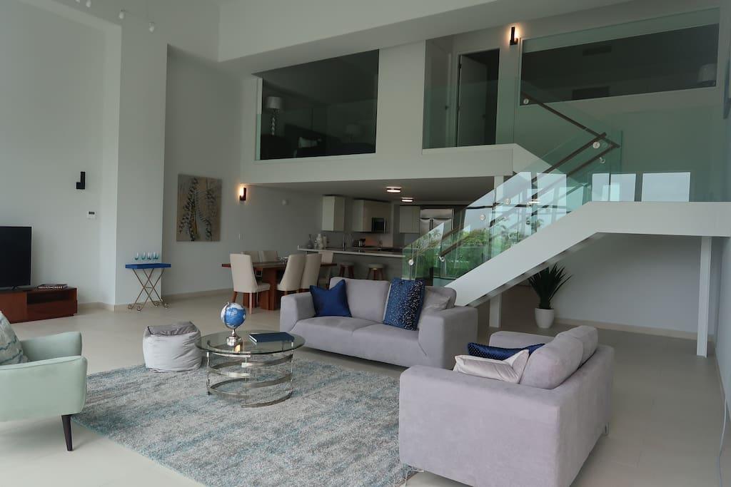 Luxurious Spacious Living Room!