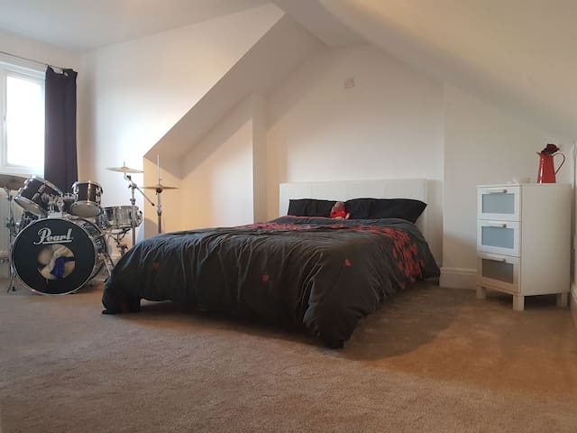 Loft conversion with ensuite - Warrington - Hus