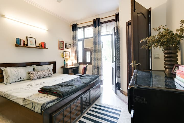 ★WINTERGarden Terrace★BEAUTIFUL2BRBath,NR KHAN MKT