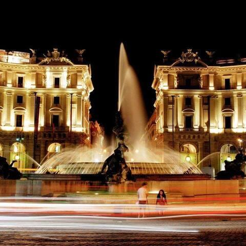 Piazza della Repubblica dove si trova la fermata della metro A vicina a noi 2 minuti a piedi .