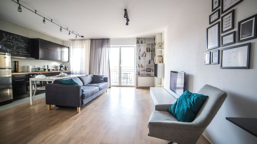 Modern Apartment + parking - Poznaň - Byt