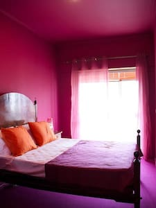 Pink Room with self check in - Lisboa