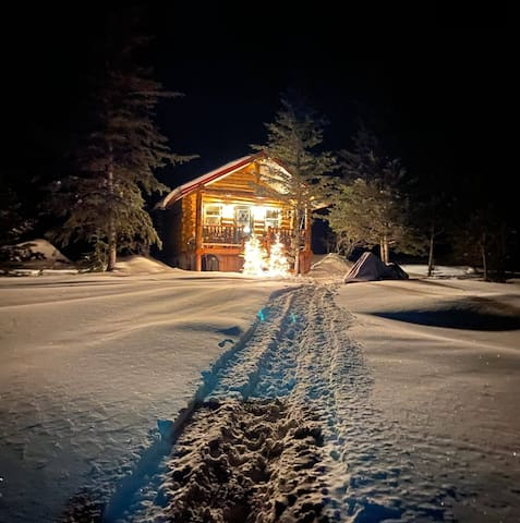 Eagle's Rest, hand-built secluded log cabin