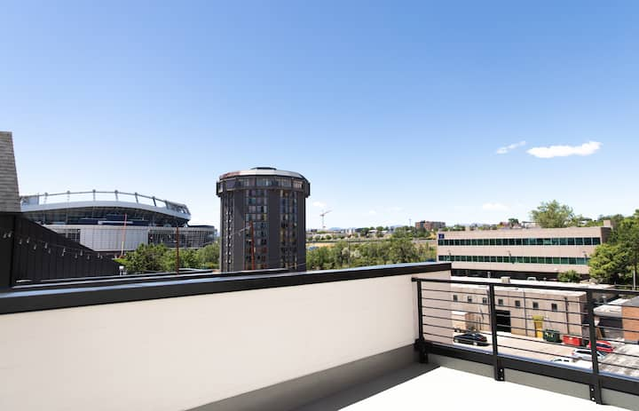 Spacious 2BR + Loft Townhome w/ 2 Private Rooftops