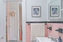 Shared bathroom, please note the bathtub is cleaned regularly but is permanently weathered.