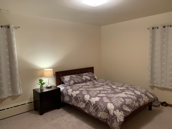 New Queen Bedroom, walk to New Brunswick downtown