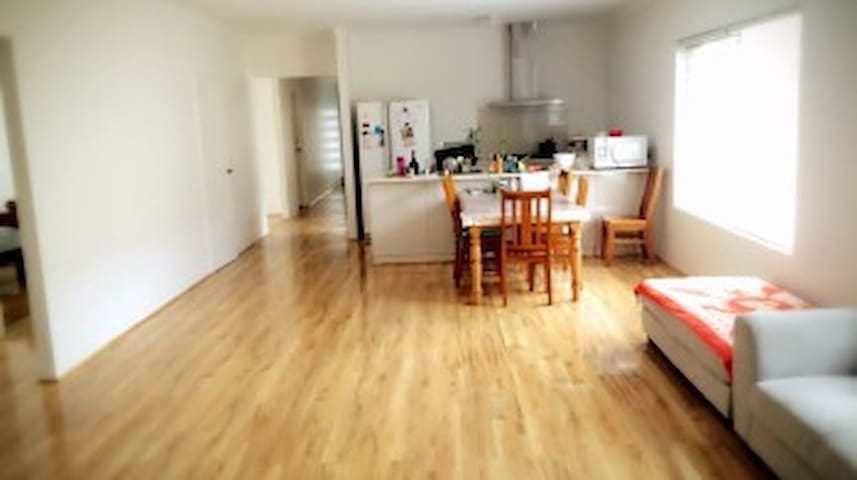 Brightly and Warm New Home (温馨干净的新房) Room 1 - Wellard - House