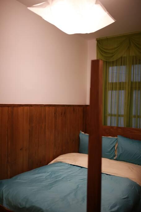 房内单人床1.2m