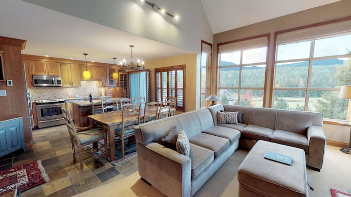 FREE ACTIVITIES - Golf Course & Mountain Views by Harmony Whistler